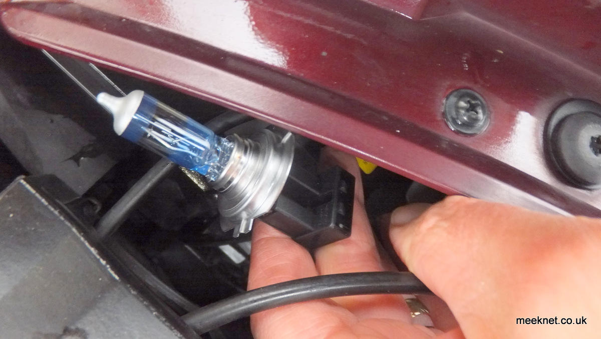 how to change headlight bulb g37 e