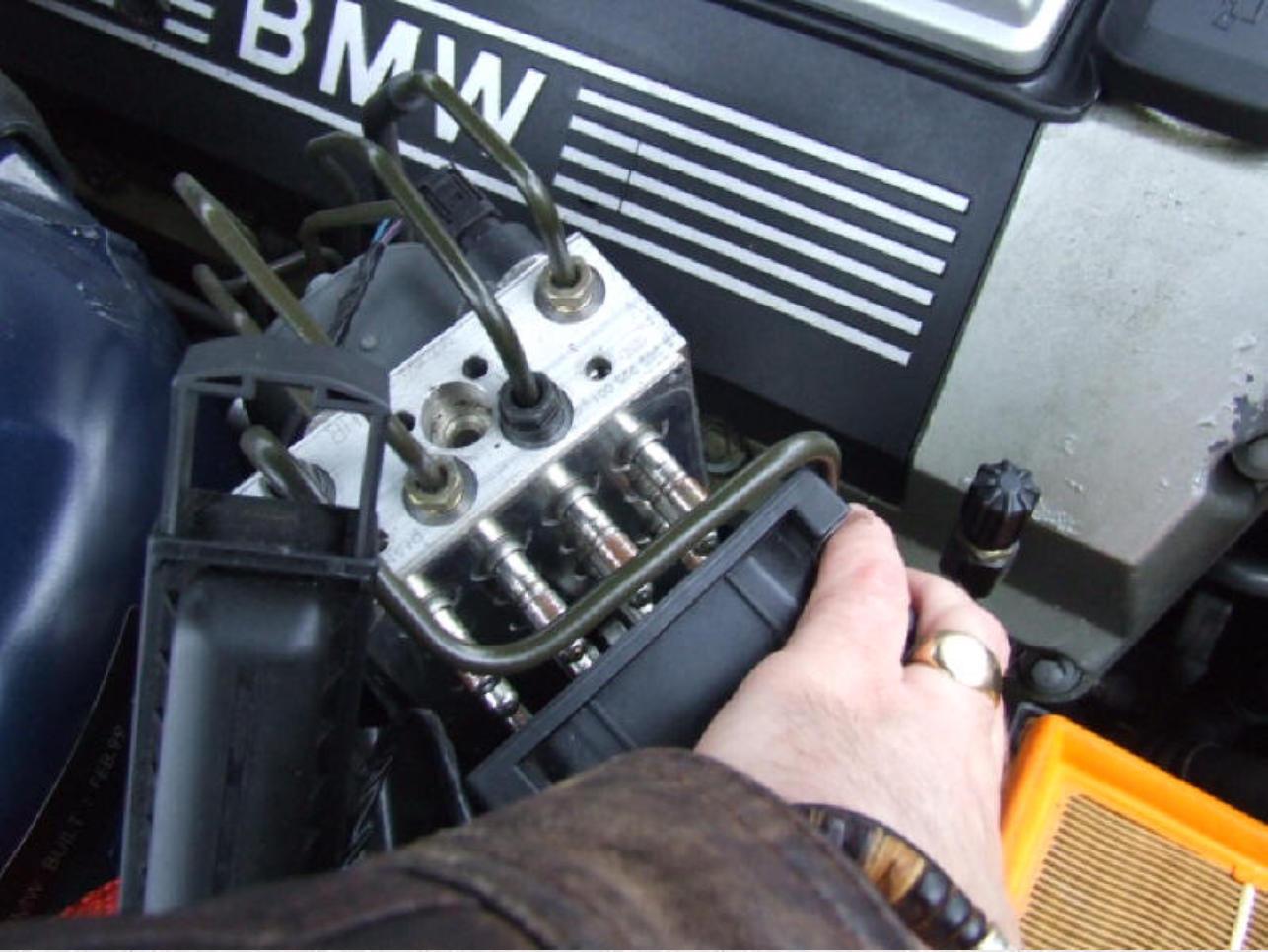 BMW E38 ABS DSC Brake Failure Repair 735i 740i 750i